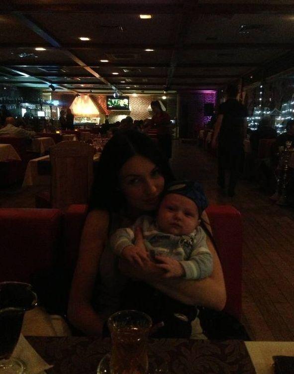 Семейство Гусевых в ресторане